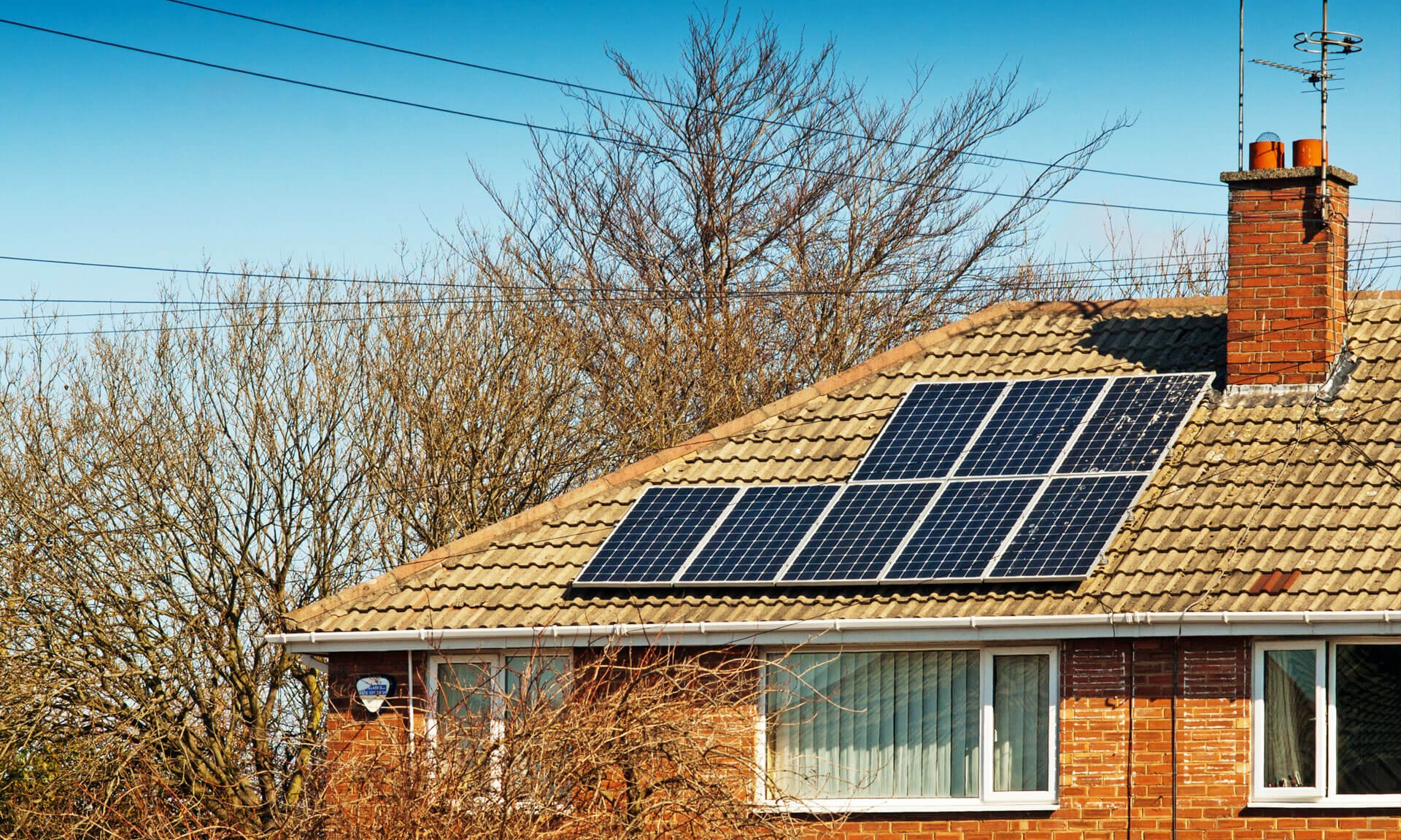 Do-solar-panels-affect-your-house-price-MAIN