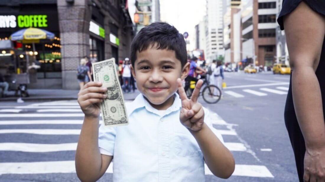 Деньги мальчик доллар купюра