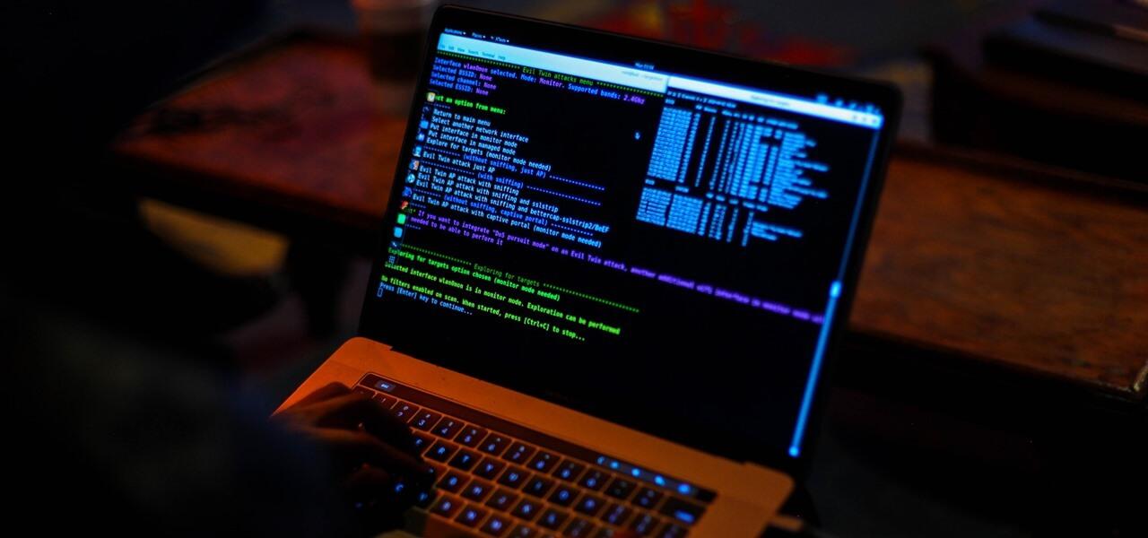 Хакер ноутбук код монитор