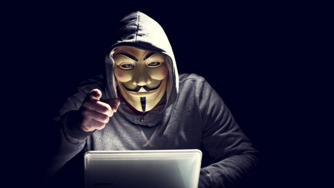 Хакер ноутбук маска