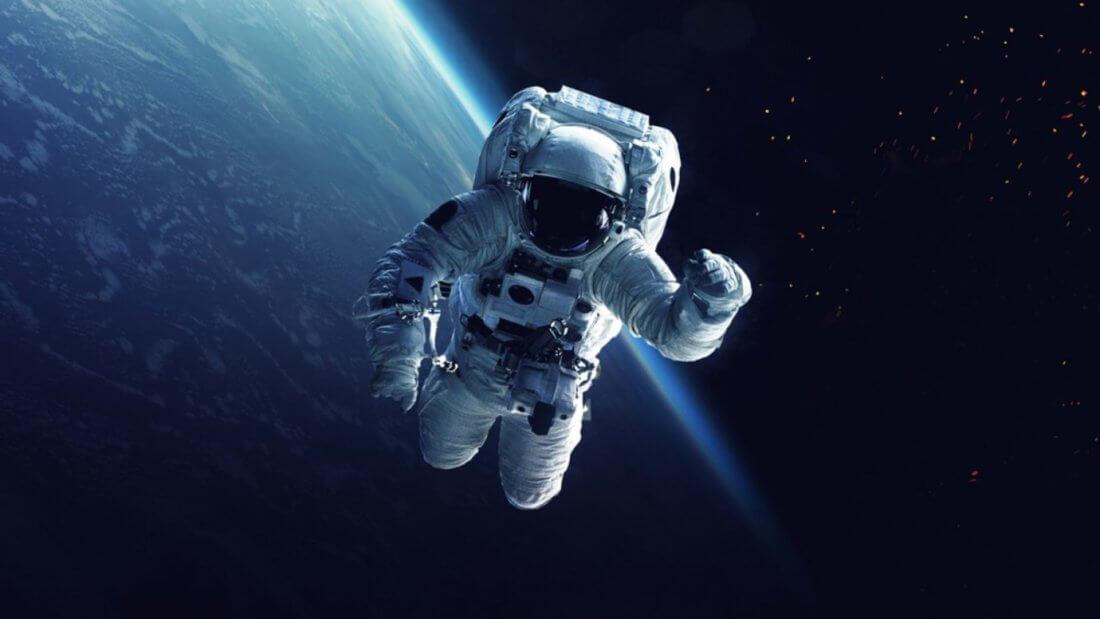 астронавт биткоин космос