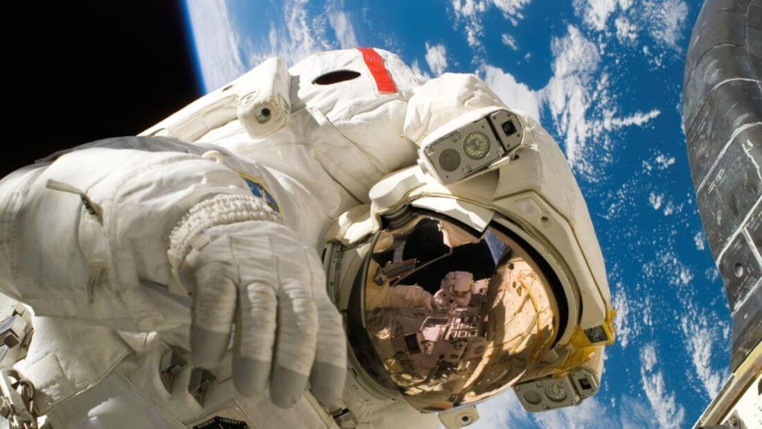 астронавт биткоин криптовалюта