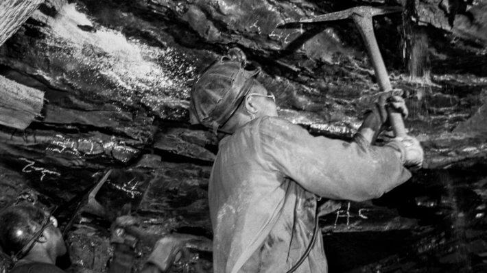 уголь шахтер кирка