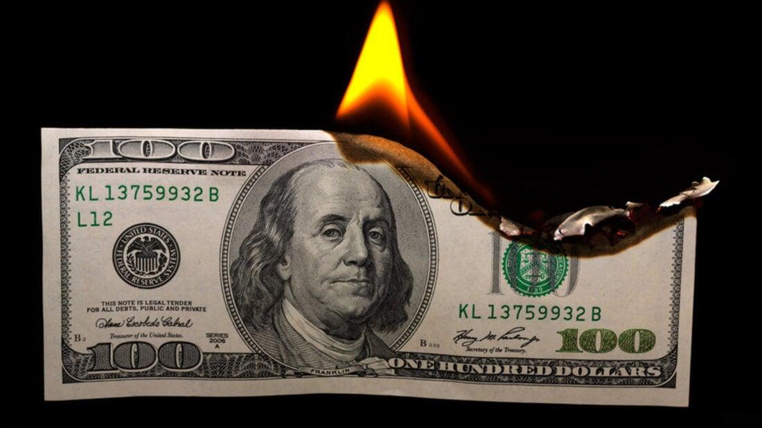 доллар горит банкнота