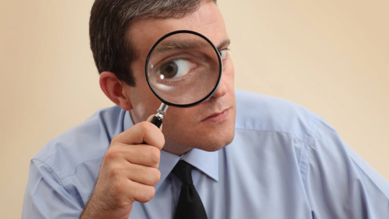 лупа глаз криптовалюты