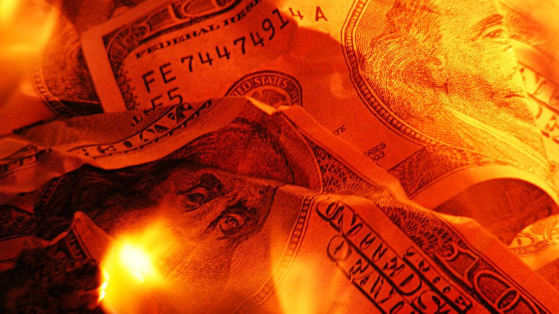 доллар купюры огонь