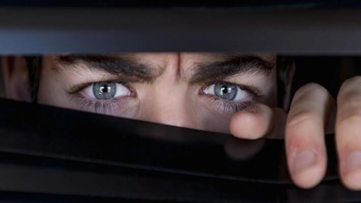 подозрение глаза мужчина