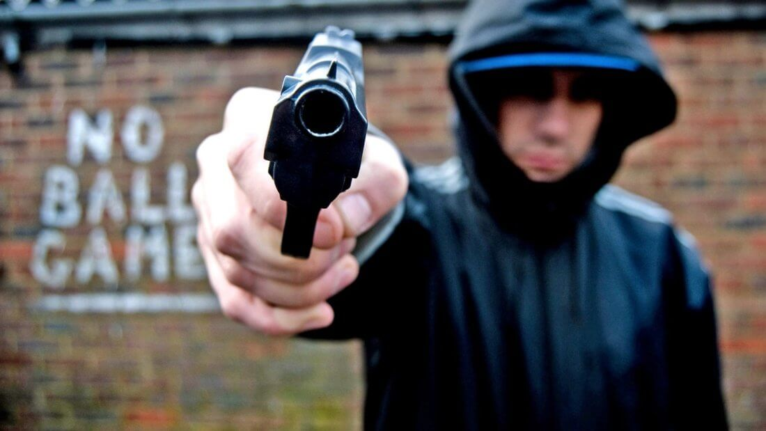преступник пистолет кража