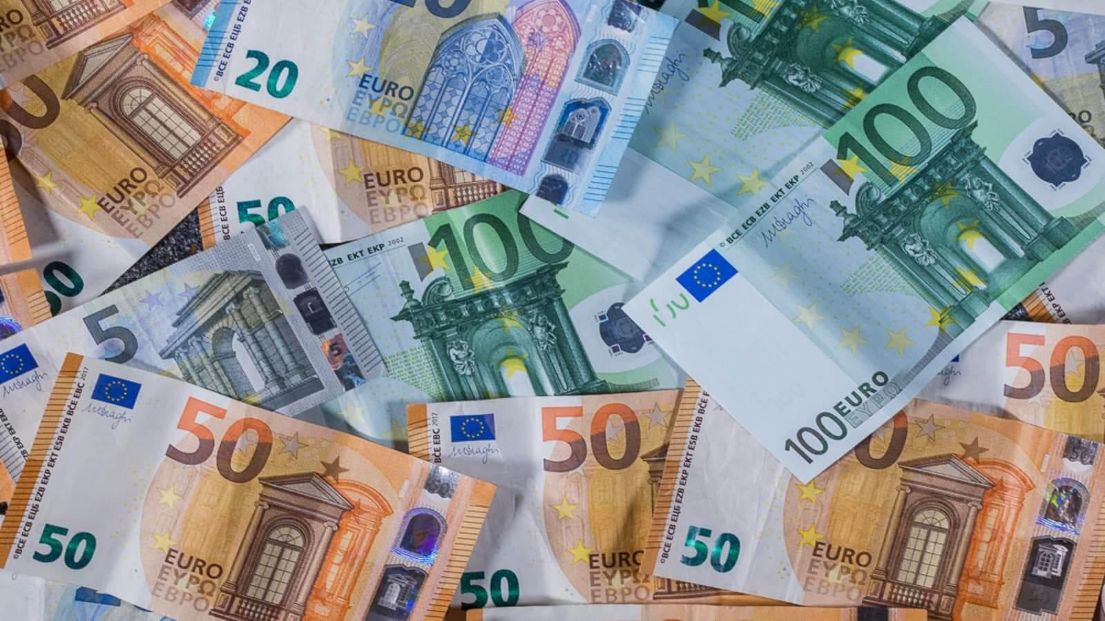 банкноты евро деньги монеты