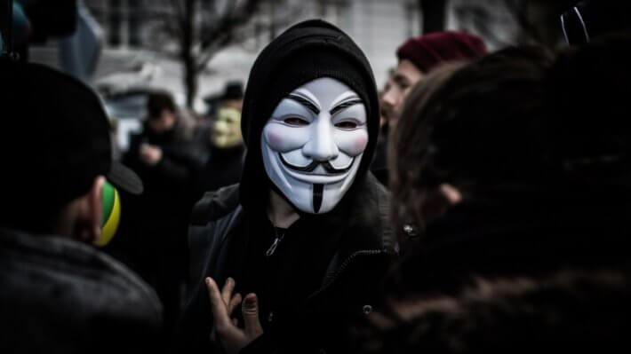 Группа хакеров Anonymous выпустила криптовалюту для борьбы с Илоном Маском. Можно ли ей доверять?