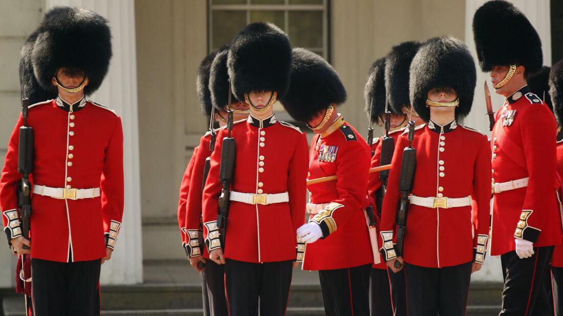 Великобритания стража солдаты мундиры